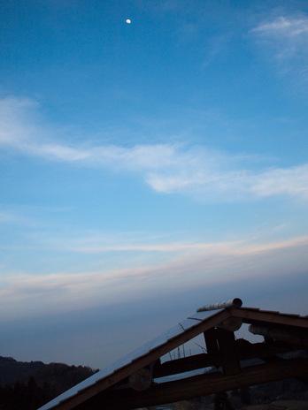 佐渡島 岩首 空まめ展望台からの空と月