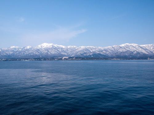 佐渡島の生命湧く日本海の海原