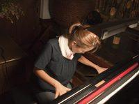 天才若奥様のピアノプレー!