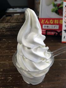 ガンジー牛乳のソフトクリーム350円